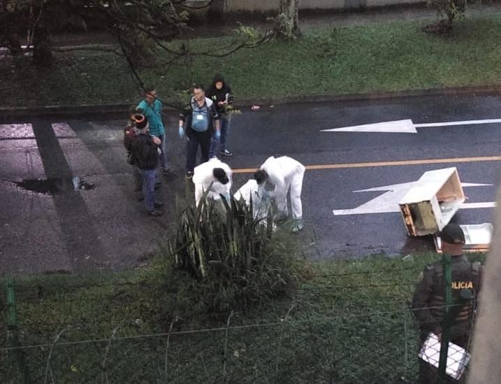 Esta es la escena del crimen en Niquía, donde abandonaron una nevera con un cadáver adentro. Foto cortesía de Guardianes Antioquia.