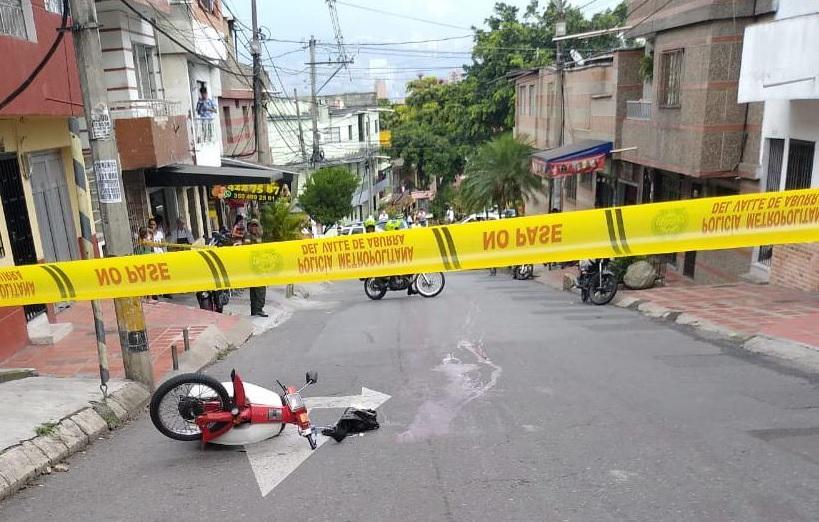En esa moto se desplazaba el domiciliario asesinado en el barrio La Pradera. Foto cortesía de Guardianes Antioquia.