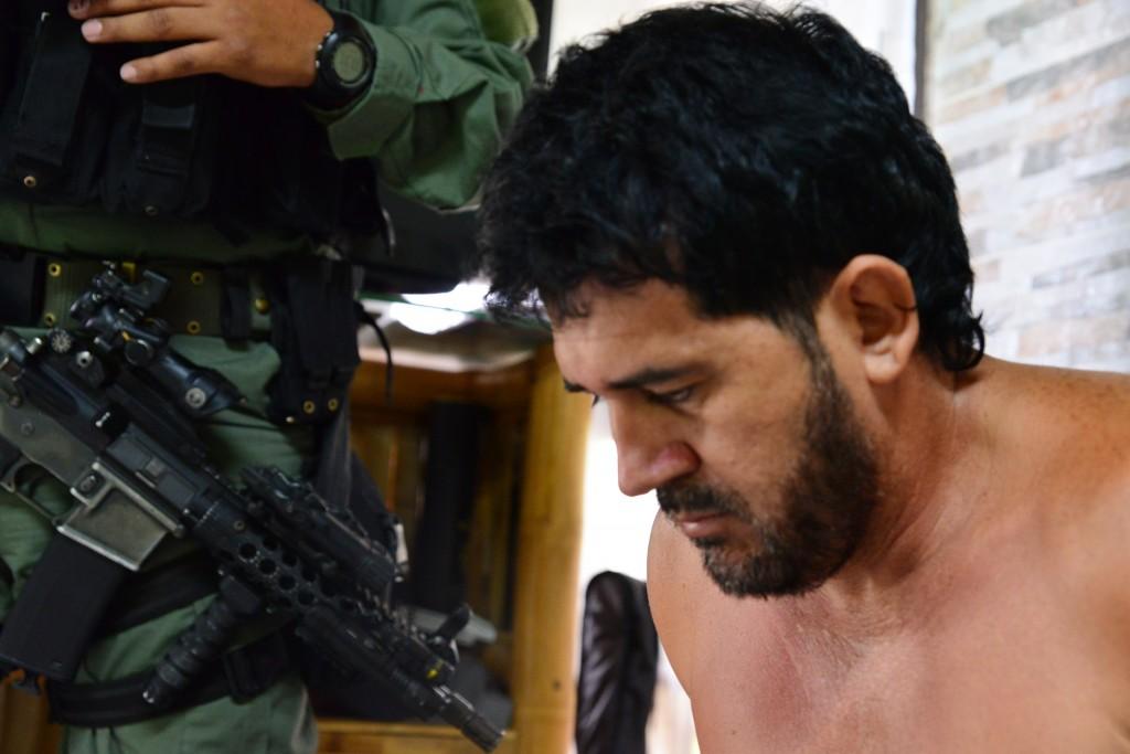 """Alias """"Malacate"""", cabecilla de la banda """"el Mesa"""", capturado por la Policía en una finca de Copacabana. Foto cortesía de la Policía."""