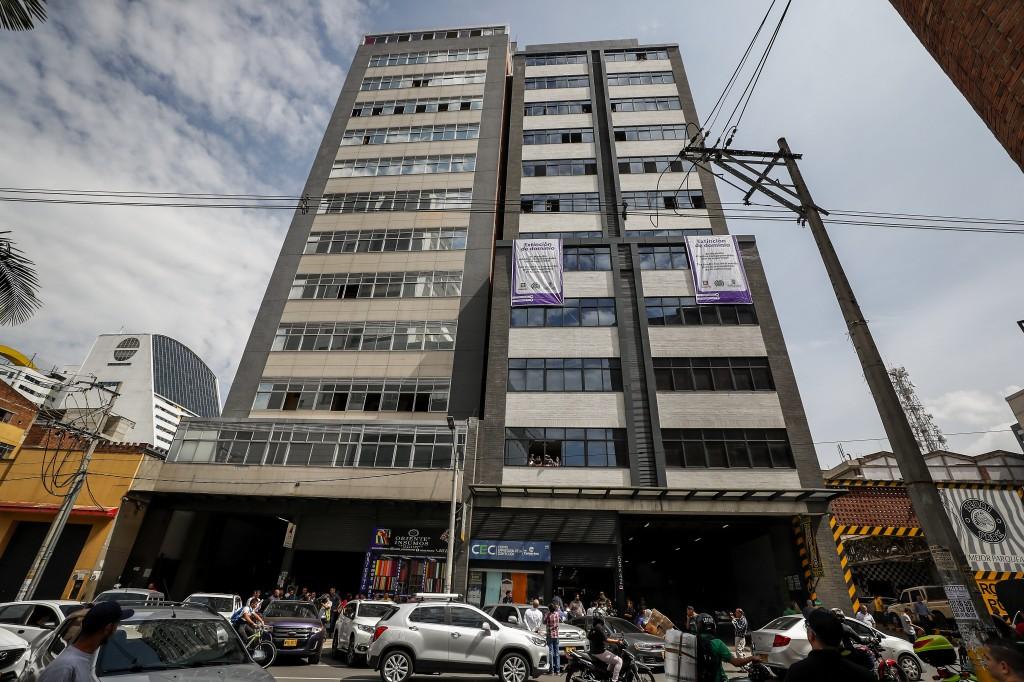 """Estos dos edificios, ubicados en el centro de Medellín, fueron embargados en el operativo contra los bienes de """"la Terraza"""". Foto de Esteban Vanegas."""