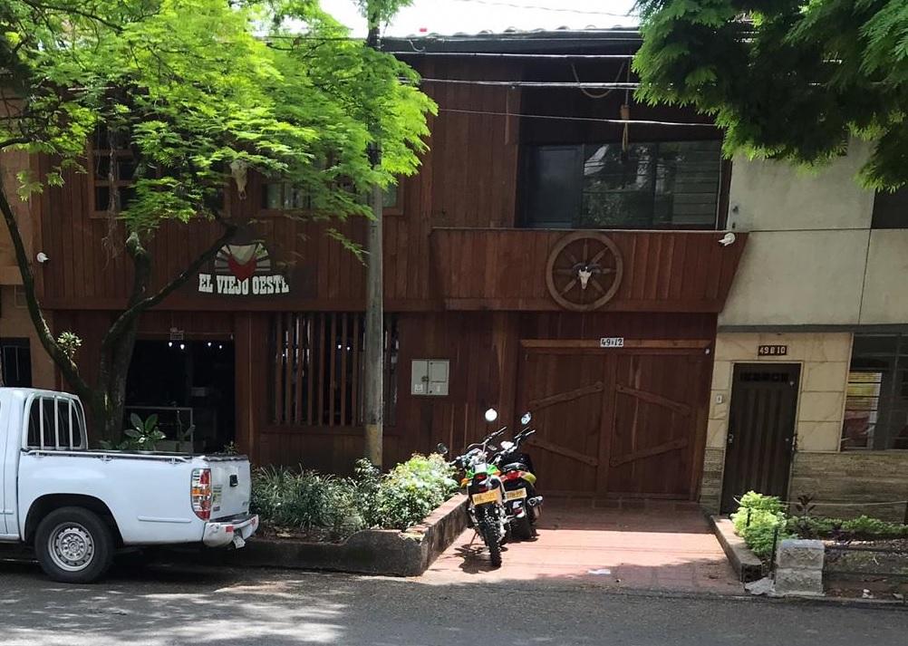 Fachada del establecimiento El Viejo Oeste, en el barrio Los Colores, occidente de Medellín. Foto de cortesía.
