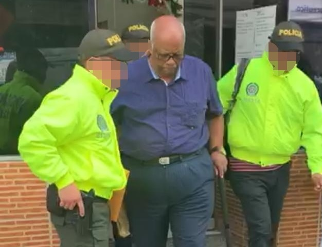 El juez Luis Armando Vásquez García fue capturado en su propio despacho, en los juzgados de Bello. Foto cortesía de la Policía.