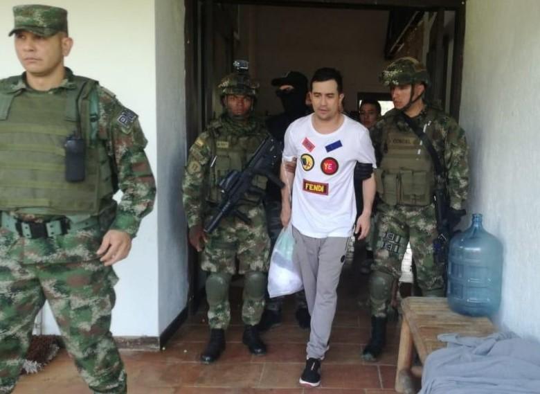 """Alejandro Mazo (""""Titi""""), al momento de su captura en 2019, en un operativo del CTI y el Ejército en San Carlos, Antioquia. Foto cortesía del Ejército."""
