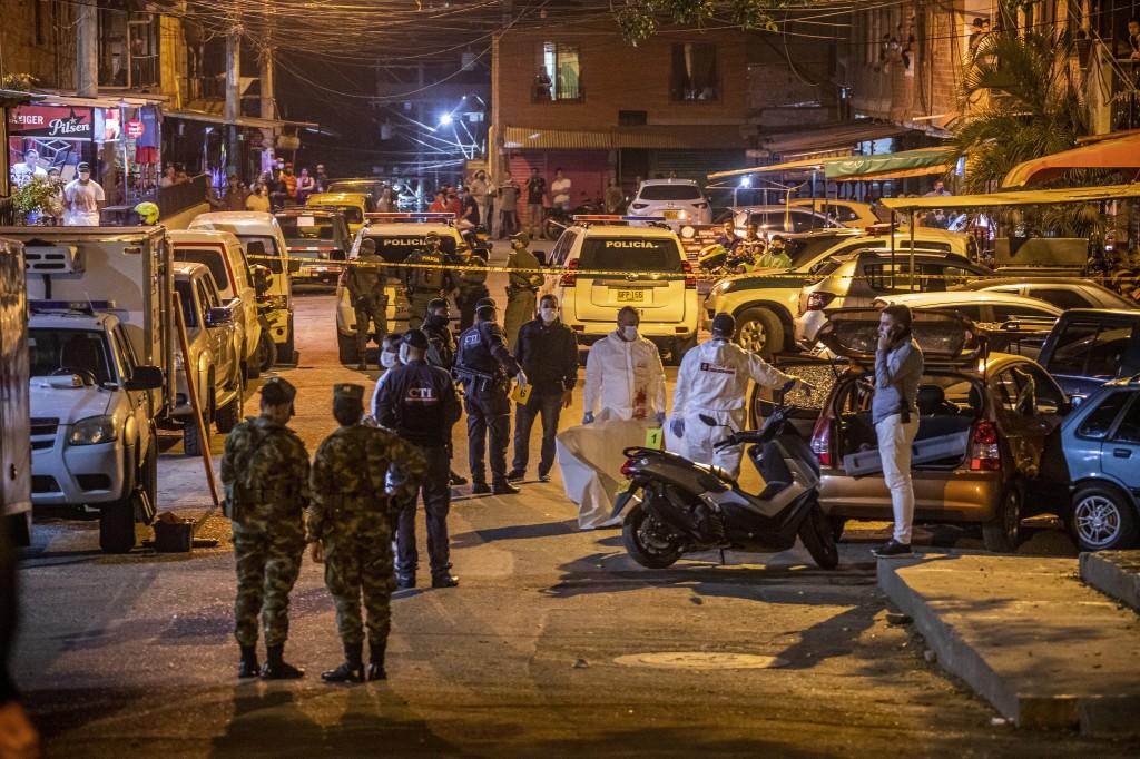 En esta cuadra del sector Villas del Sol interceptaron el carro que llevaba los tres cadáveres. Foto de Carlos Alberto Velásquez.
