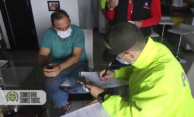El político Óscar Suárez Mira fue detenido en un apartamento de El Poblado, en Medellín. Foto cortesía de la Policía.