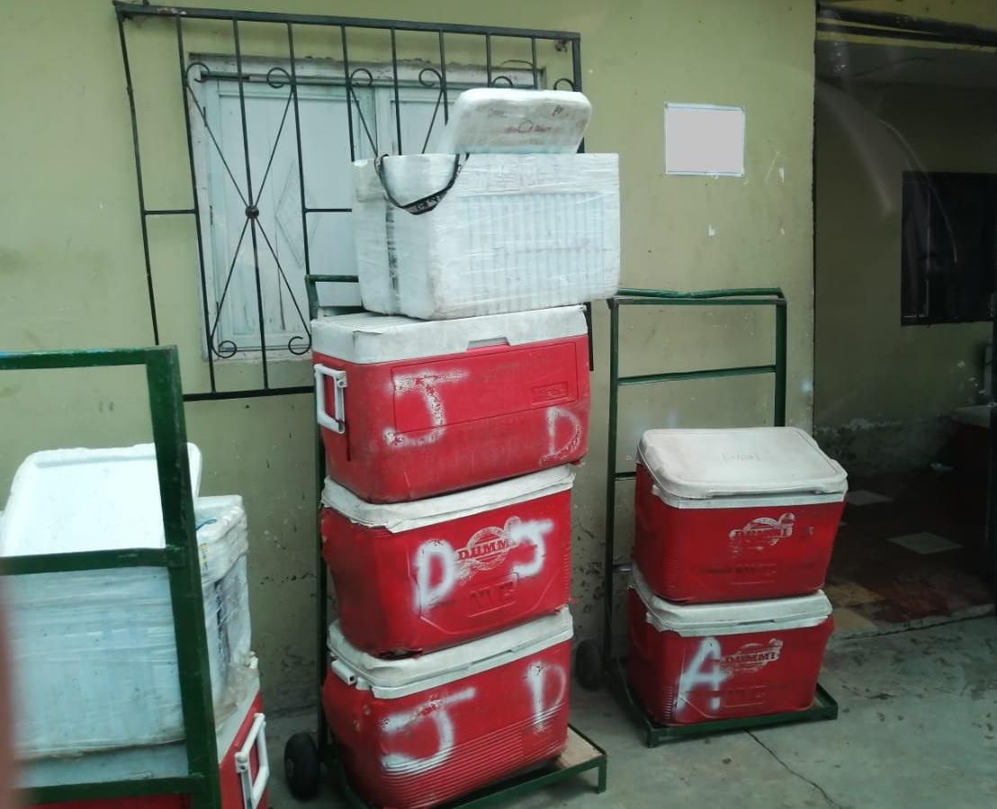 En estas neveras portátiles, los vendedores reparten los productos puerta a puerta, sin medidas sanitarias. Foto de cortesía.