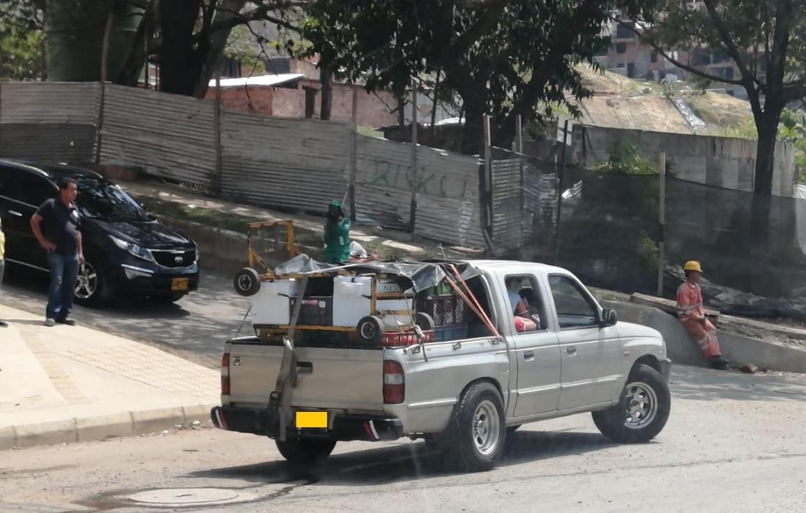Los alimentos son transportados en carros viejos, sin respetar la cadena de frío reglamentaria. Fotos de cortesía.