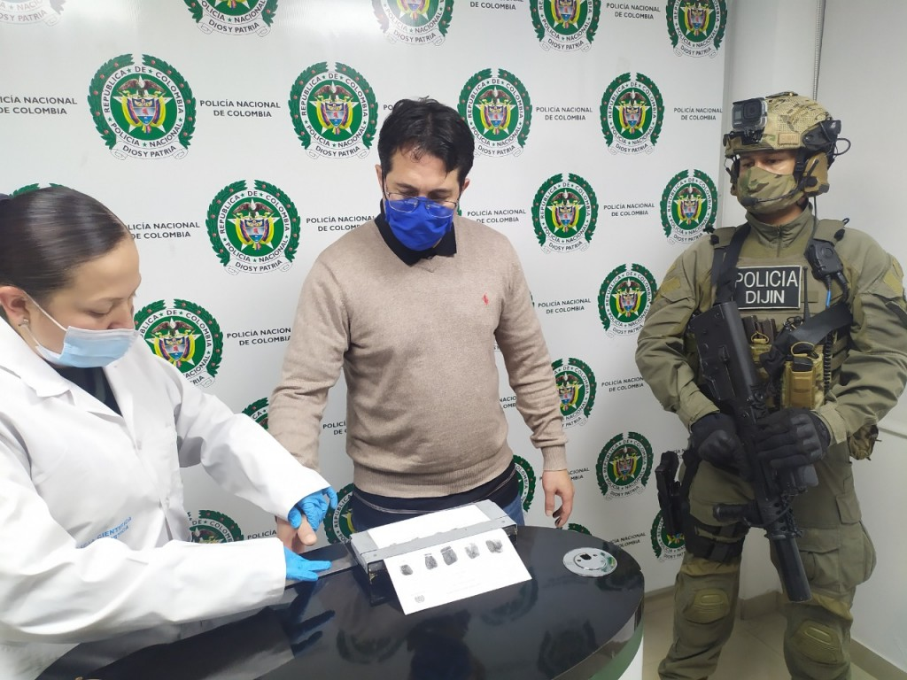"""Luego de su captura en Bogotá, Francisco Mazo (""""Pocho"""") fue trasladado a Medellín. Foto cortesía de la Policía."""