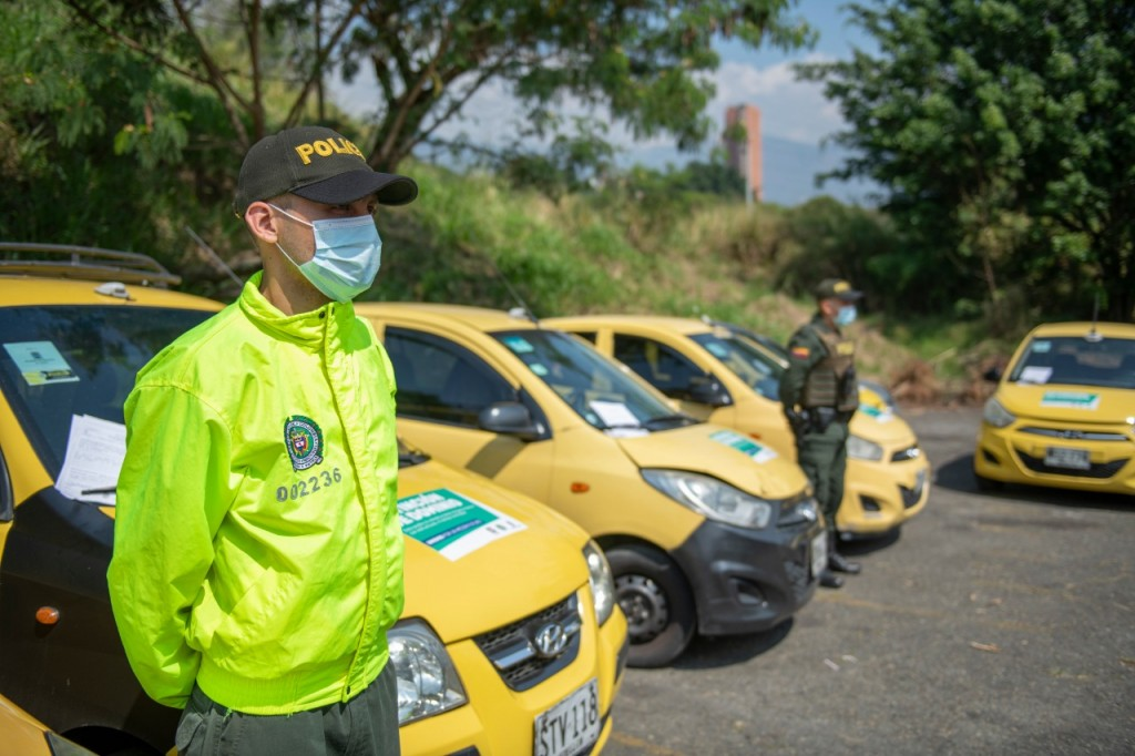 """Estos son algunos de los taxis decomisados por las autoridades a la red de lavado de activos de """"la Terraza"""". Foto: cortesía de la Policía."""