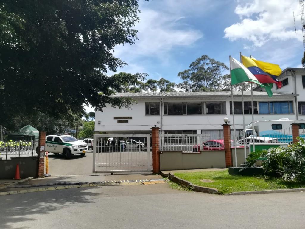 Esta es la estación de Policía de Manrique, en el nororiente de Medellín, donde se produjo la fuga de 18 personas. La Institución ofreció una recompensa de hasta $5 millones para quien brinde información que ayude a recapturarlas. Foto de Manuel Saldarriaga.