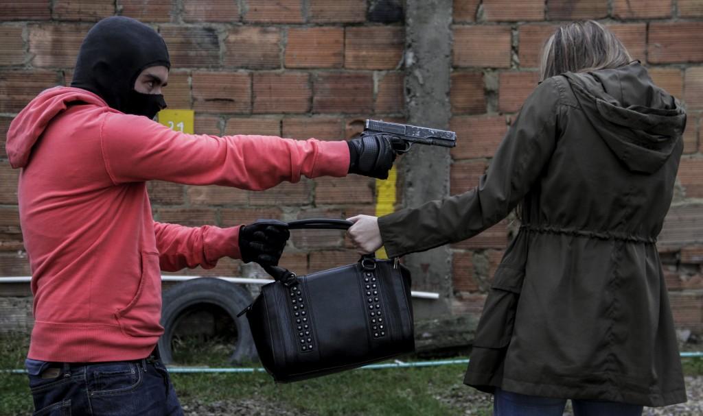 Los atracos siguen siendo un dolor de cabeza para la seguridad ciudadana de Medellín y Colombia. Foto ilustración de Colprensa.