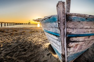 old-wooden-boat-at-sunrise-2873907_960_720