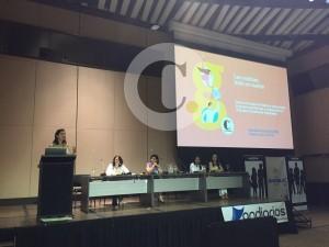 Clara Tamayo presentando la experiencia Prensa Escuela de El Colombiano