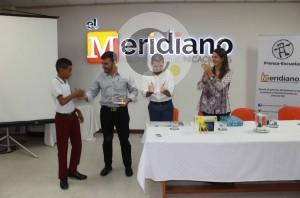 De izquierda a derecha: Estevan Suárez Ricardo, ganador del primer puesto; William Antonio Salleg, Presidente del Grupo Meridiano de Comunicaciones; Luis Germán Rubiano, Director General del Grupo Meridiano de Comunicaciones y Nora Sanín, Directora Ejecutiva de Andiarios. Foto Cortesía Andiarios.