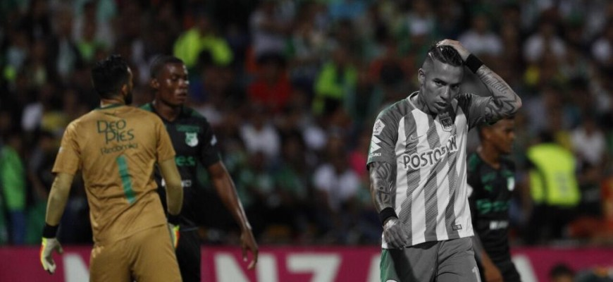Dayro Moreno durante el partido entre Atlético Nacional y Deportivo Cali (Foto Manuel Saldarriaga)